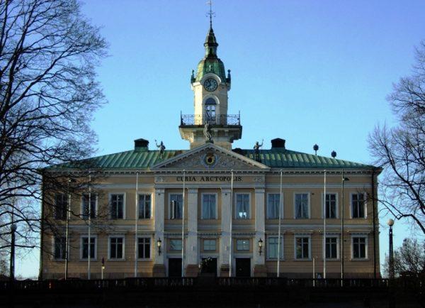 Главное украшение города – Ратуша, которая высится на главной улице Пори – Халлитускату