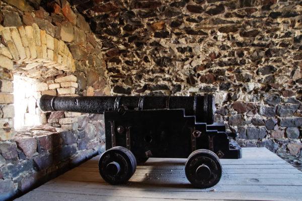 Экскурсия по крепости Суоменлинна – это также осмотр самой старой в Европе действующей верфи с сухим доком.