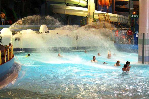 Вода в бассейнах очень чистая и прозрачная, не имеет неприятного запаха, благодаря самой современной системе очистки, без использования хлорки