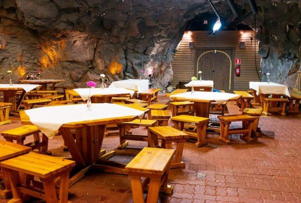 В таких уютных ресторанчиках , расположенных на территориии аквапарка можно вкусно поесть