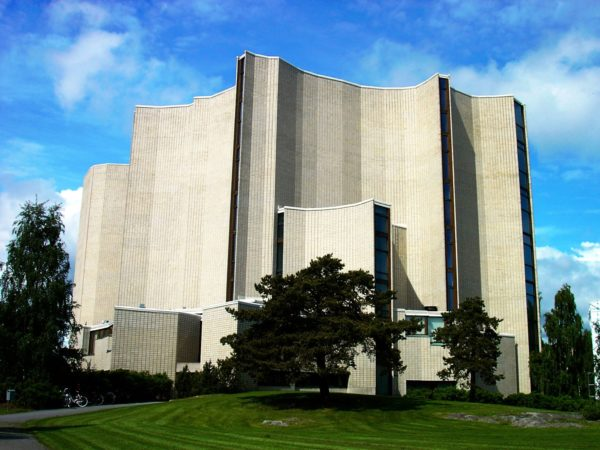 Удивительное впечатление производит и церковь Калева, построенная в 1966 году