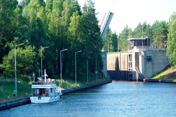 Лето - лучшее время для путешествия по Сайменскому каналу