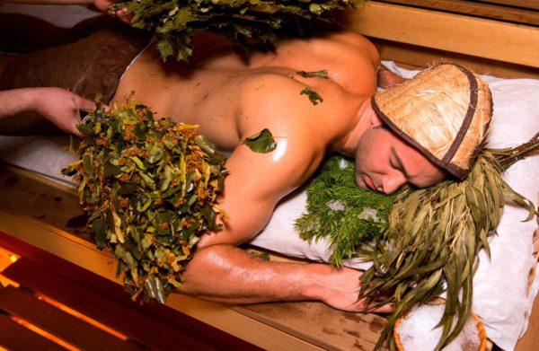 В отличие от финской сауны в русской бане польщзуются вениками