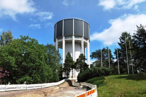 Ознакомление с дендропарком лучше всего начать от водонапорной башни