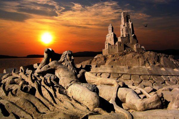 На крепостном мысе возводится песчаный городок Хиеккалинна