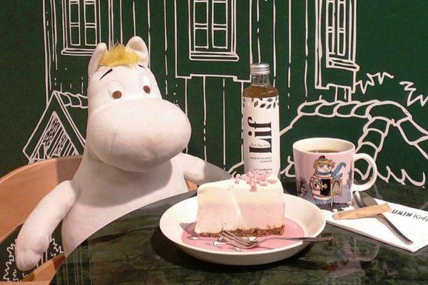А ещё в Stockmann находится Moomin Café, которое привлечёт интересным интерьером (здесь вы встретитесь с любимыми героями из рассказов о муми-троллях) не только детей, но и взрослых