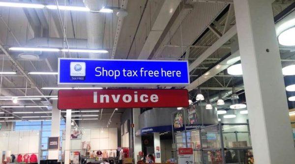 Не стоит забывать, что на покупках всегда можно сэкономить. Для этого на выходе нужно оформить такс-фри или инвойс