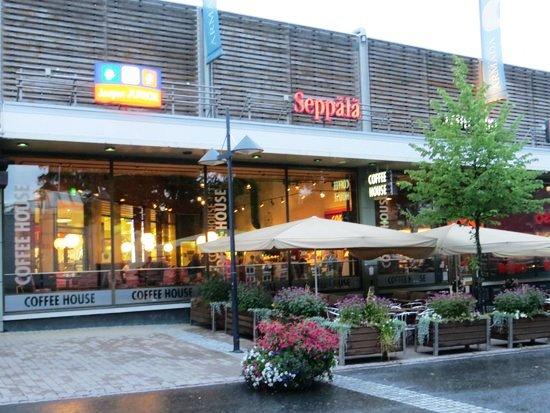 Посещение торгового центра Armada в Лаппеенранте можно начать утром с чашки кофе в кофейне Coffee House