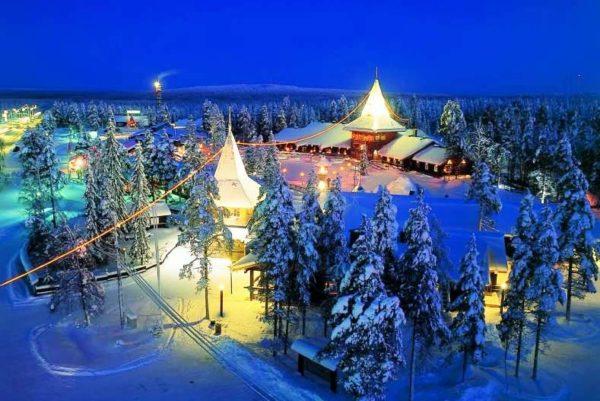Зимой в Финляндии в основном темно, потому что солнце восходит только поздним утром и заходит уже ранним вечером