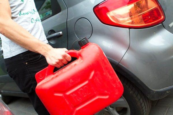 Запасной бак бензина