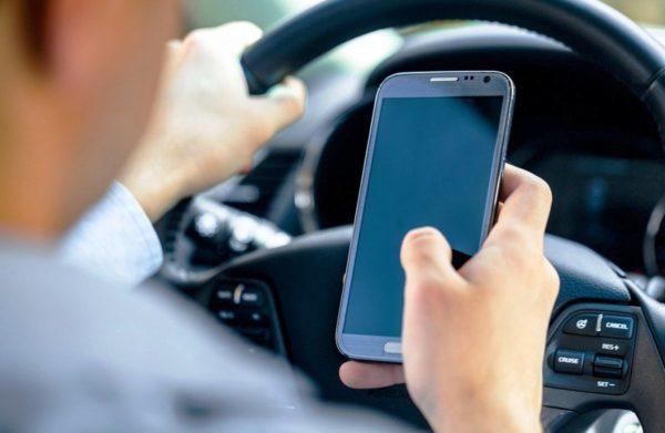 Автомобиль и мобильный телефон