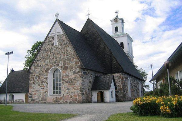 Церковь Святого Креста – главная в Раума