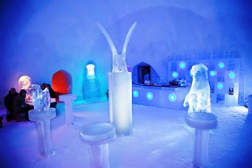 Ресторан ледяного отеля